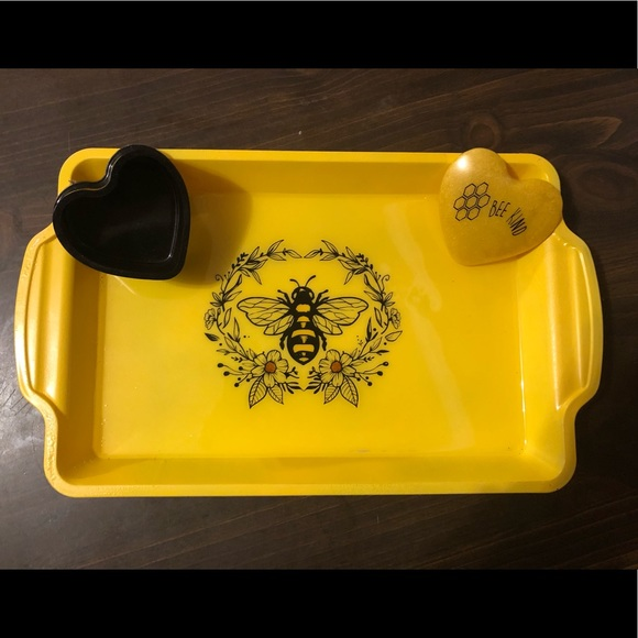 """Handcrafted """"Bee Kind"""" Tray Set"""